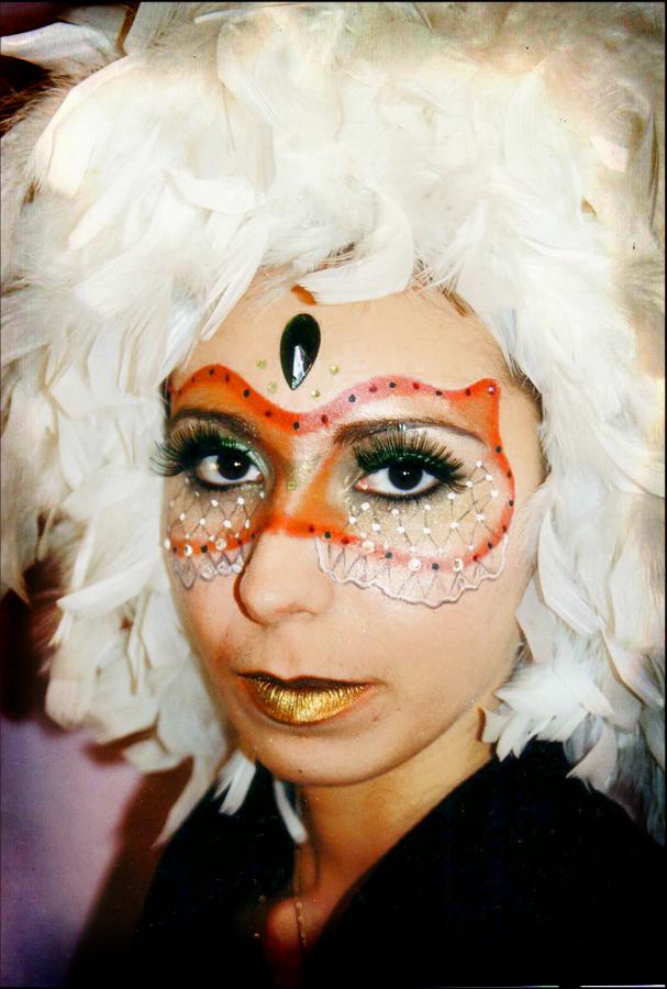 Perruque et masque associés au maquillage