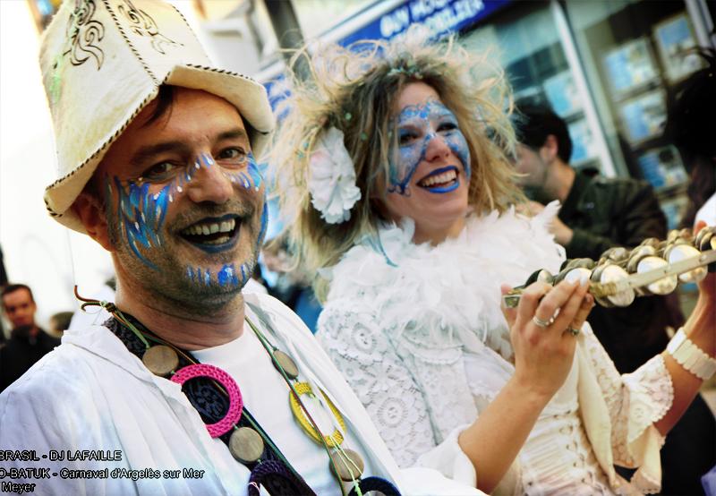 Maquillage masque papillon bleu pochoir 3
