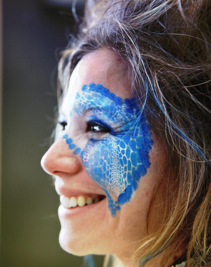 Maquillage masque papillon bleu pochoir 1